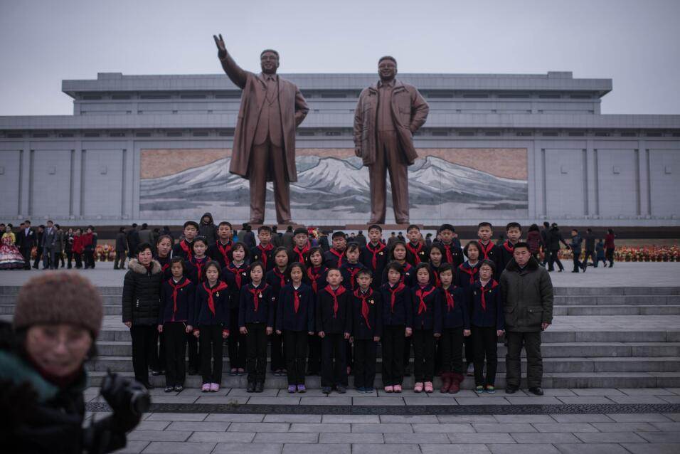 ¿Es un mensaje de Corea del Norte a Trump este partido de voleibol en un...
