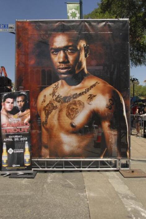 Un póster gigantesco de Trout adornaba el escenario.