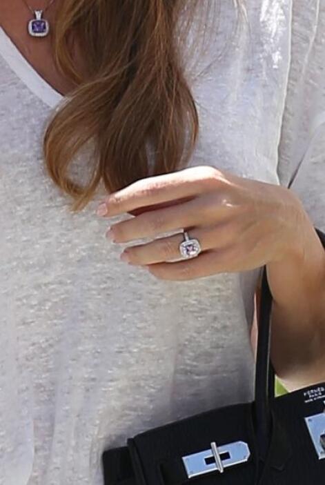 ¡¿Un anillo de compromiso?!