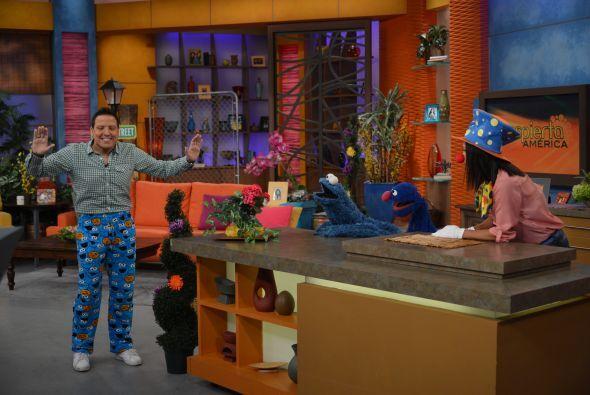 Raúl quiso mostrarle a todos lo bien que se veía con su nueva pijama.