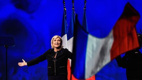 Le Pen inicia campaña presidencial sobre la ola populista y nacionalista...