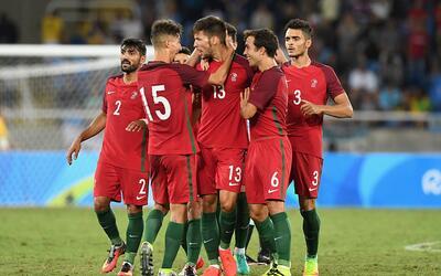 Portugal celebra uno de sus goles ante Argentina.