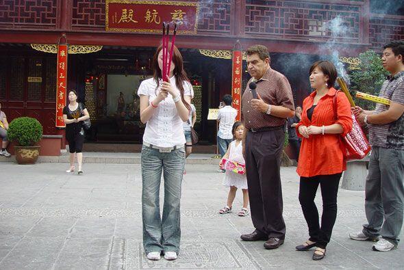 El Don presenció un emotivo ritual afuera de uno de los principal...