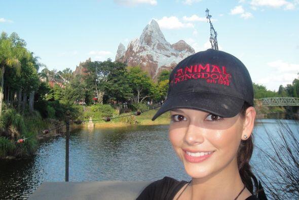 Ana Patricia González, Nuestra Belleza Latina 2010, fue invitada de hono...