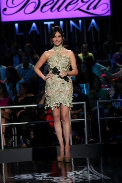 En la segunda hora del show, Giselle prefirió mostrar pierna.