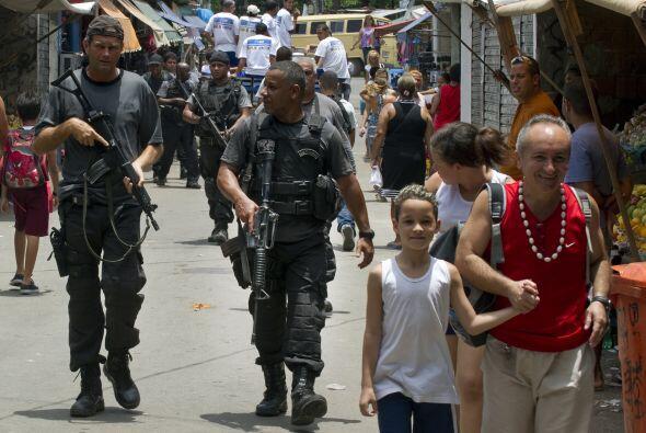 El gobierno planea liberar 40, de las más de 1.000 que hay en Río, para...