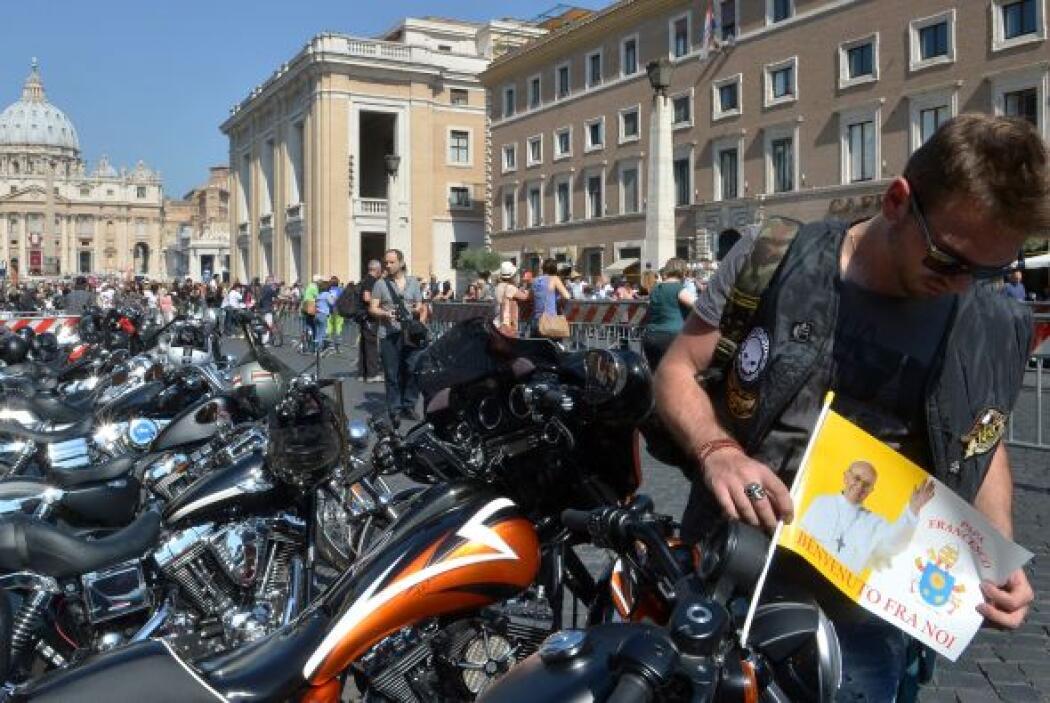"""""""Saludo a los numerosos participantes de la concentración motociclista H..."""