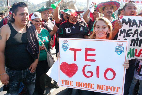 Muchos amor para los futbolistas mexicanos, en este caso para Giovani Do...