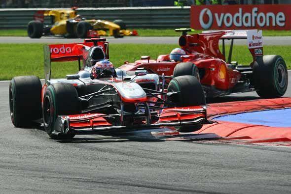 Alonso lo siguió de cerca durante más de la mitad de la carrera, pero no...