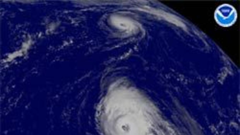 Helene y Gordon se encuentran aún en aguas abiertas del Atlántico.