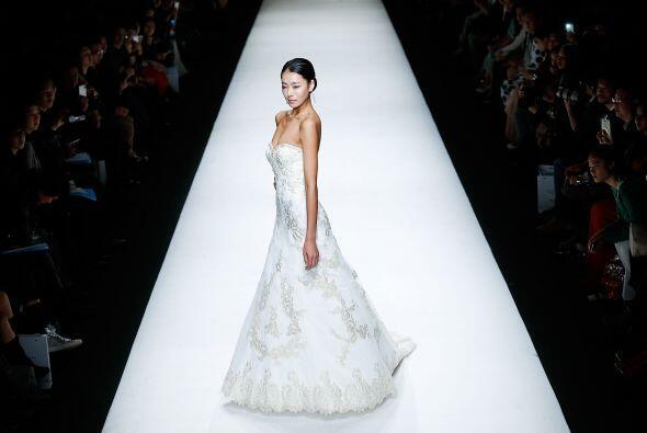 El bordado directamente sobre el tejido del vestido fueron detalles muy...