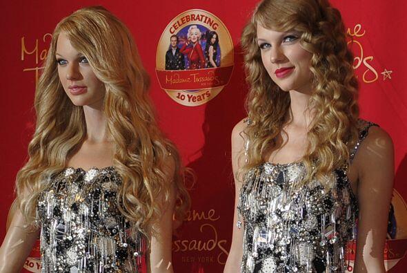 A Taylor Swift parece no agradarle mucho su figura de cera.