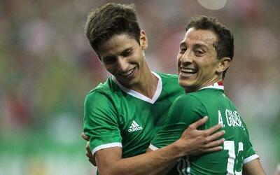México venció con lo mínimo a un Paraguay con poca claridad