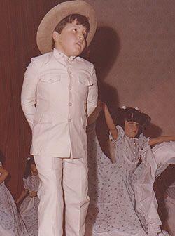 A Raúl González le gusta bailar desde chiquito.