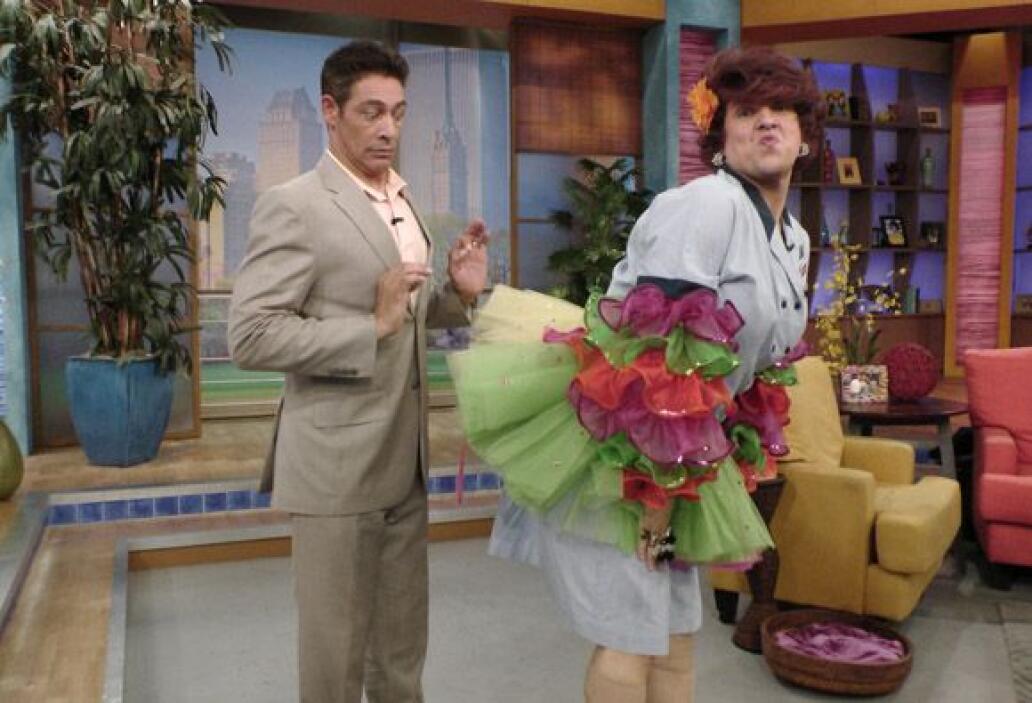 Doña Meche sabe sacarle provecho a sus encantos y Johnny lo ha comprobado.
