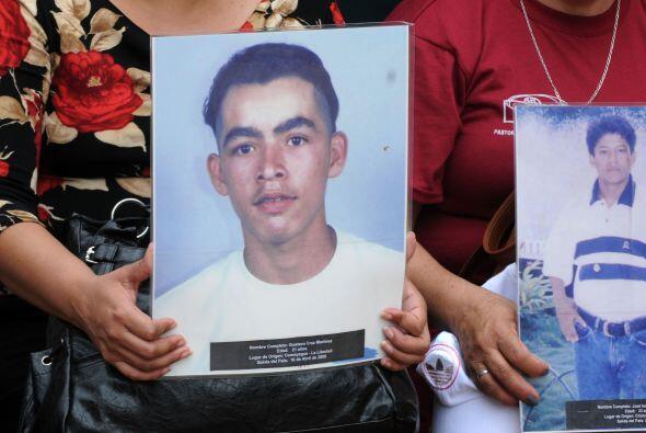 De esta matanza se acusó al grupo narcotraficante Los Zetas, una poderos...