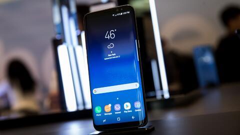 Samsung lanza el esperado Galaxy S8, buscando recuperar la confianza de...