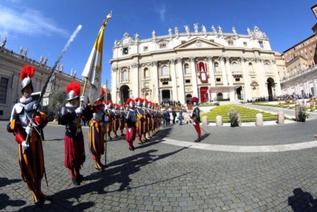 - 930: los uniformados adscritos específicamente para la Plaza de San Pe...