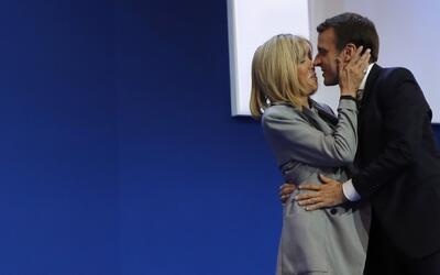 Él tiene 39, su esposa 64: la bella historia de amor de Macron, el que p...