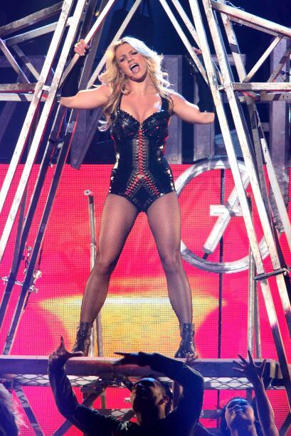 2.- Britney Spears: 'Baby one more time' la llevó a la fama, sus cancion...