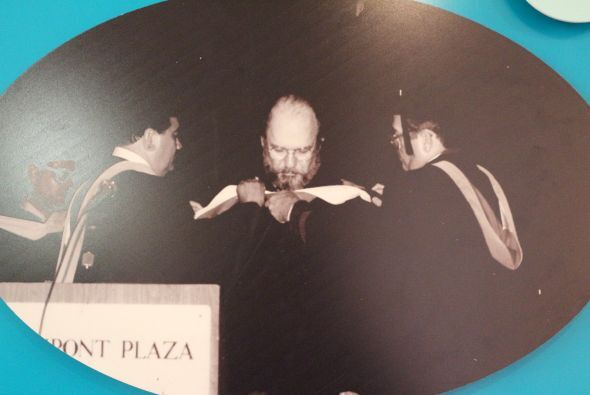 1986- Se le confiere el grado Doctor Honoris Causa al actor, Jacobo Mora...