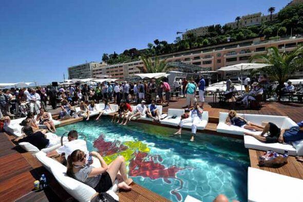 Red Bull montó la piscina más espectacular para el Gran Premio de Mónaco.