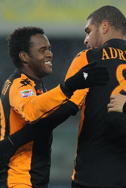 Adriano, que milita en la Roma desde el inicio del actual campeonato, ha...