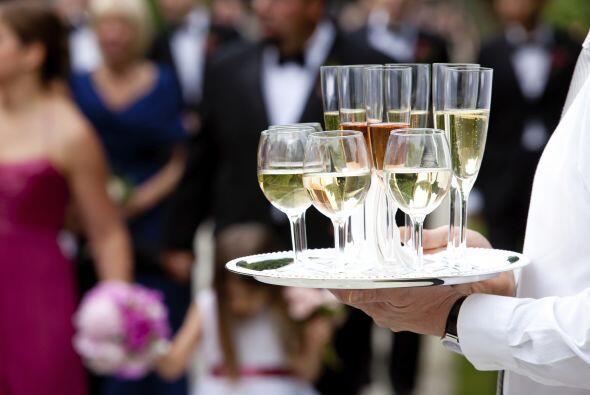 Además de ser una forma original de personalizar la boda, será mucho men...