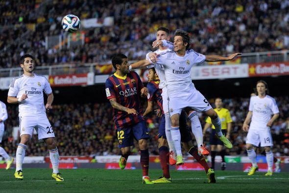Con 10 minutos por jugar, Barcelona se lanzó al ataque, con m&aac...