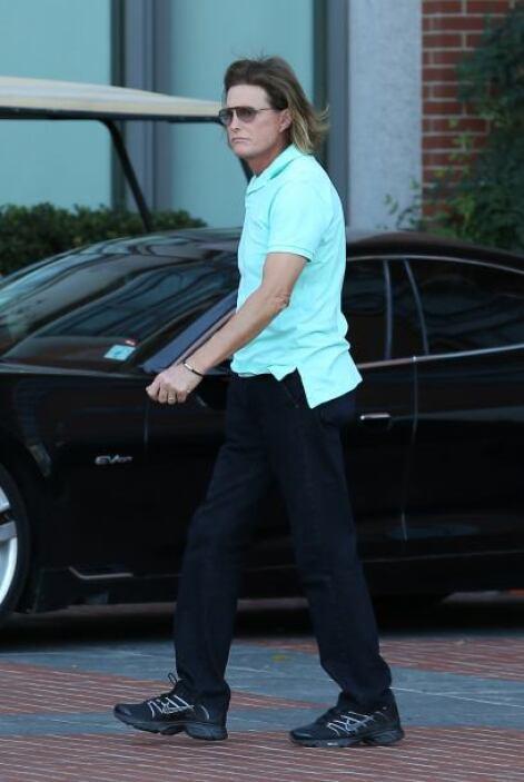 El padrastro de las Kardashians y padre de Kendall y Kylie, se dejó ver...
