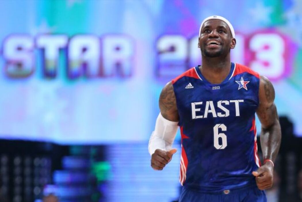 LeBron James está teniendo una espectacular campaña y la sonrisa lo denota.