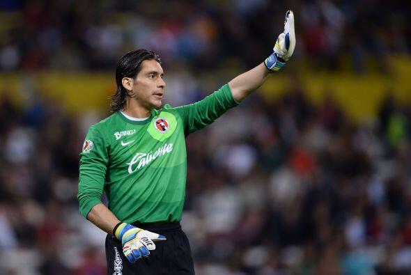El portero Cirilo Saucedo, los defensas Gregory Garza y Edgar Castillo a...