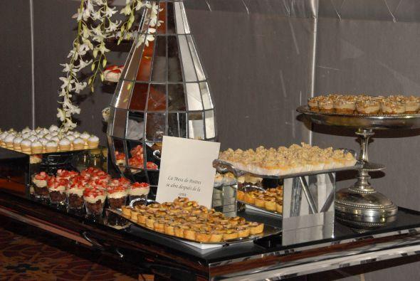 La mesa de dulces estaba repleta de antojtos deliciosos.