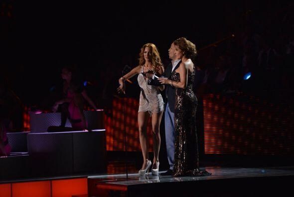 Zuleyka Rivera y Alicia Machado presentaron el premio al Artista Pop Mas...