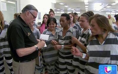 El alguacil de Maricopa, Joe Arpaio, mantiene a sus reos solamente con p...