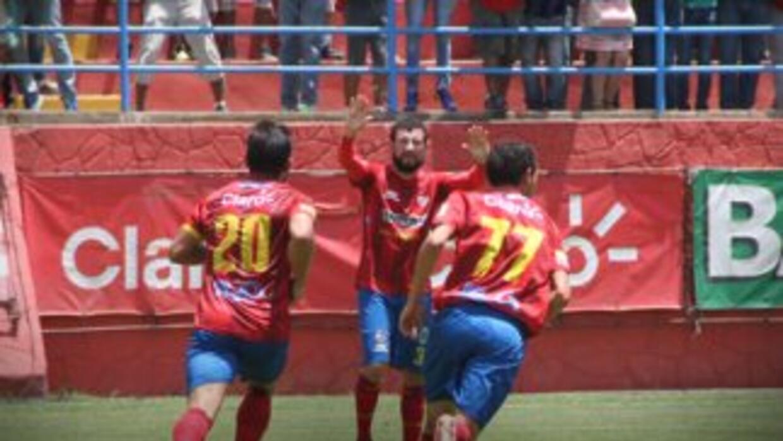 El Munipal comenzó el torneo con el pie derecho al derrotar 4-1 a Xelajú...