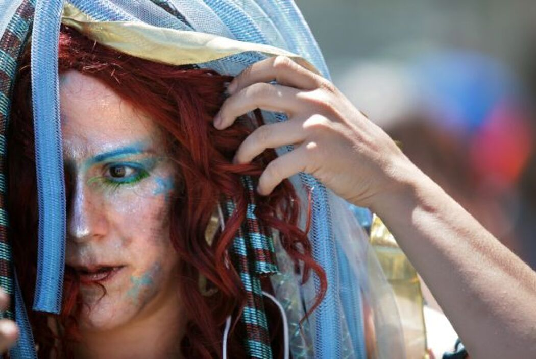Ellas, en su gran mayoría, con el tradicional atuendo de sirena.