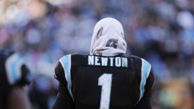 Cam Newton lamentó la falta de experiencia de Panthers en playoffs (AP-N...