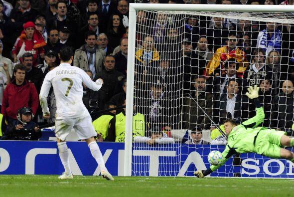 En la tanda de penaltis, Neuer se convirtió en el ataja-penales,...