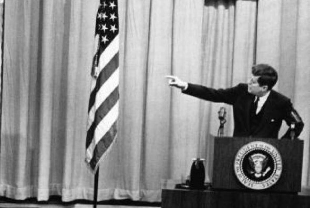 4. La invasión de Bahía de Cochinos en el mandato de John F. Kennedy fue...