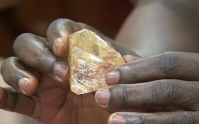 El presidente de Sierra Leona dijo que la distribución del dinero...