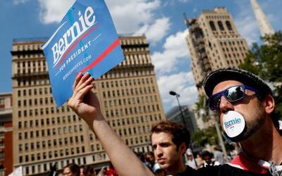 Manifestantes durante una protesta cerca del Ayuntamiento de Filadelfia...