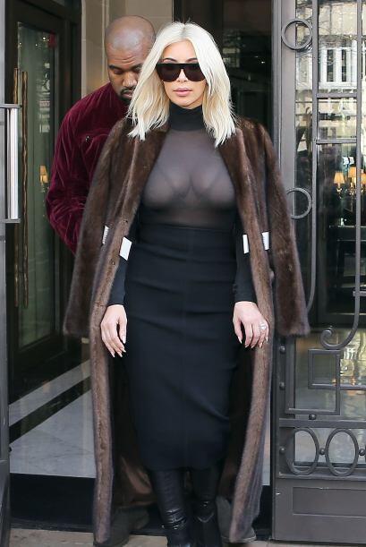 Así que Kim salió despampanante con este outfit.