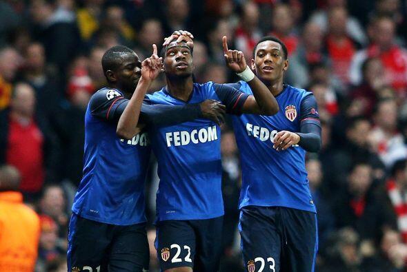 La sorpresa vendría al minuto 38 del primer tiempo Geoffry Kondogbia se...