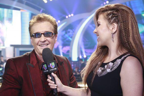 Aly Villegas entrevistando a Emmanuel.