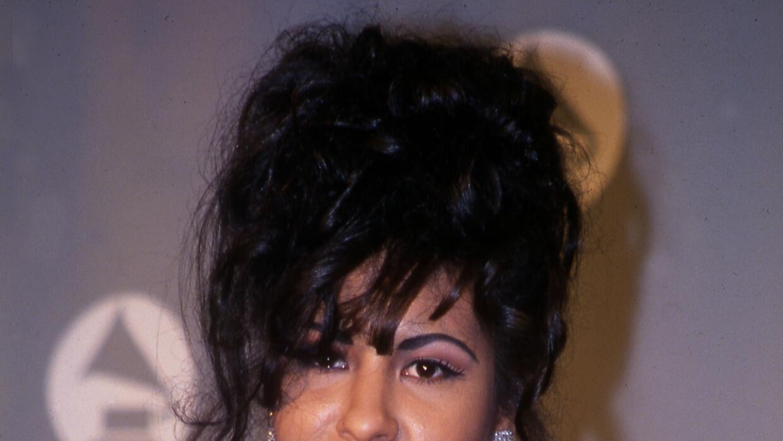 Prendas pegadas al cuerpo, olanes, cuero marcaron el estilo de Selena.