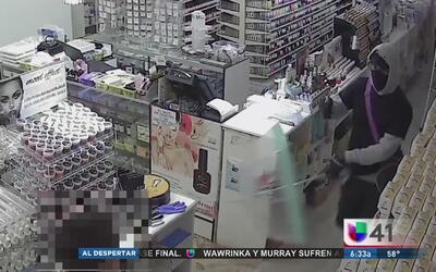 Buscan a delincuentes enmascarados que asaltaron una tienda en El Bronx