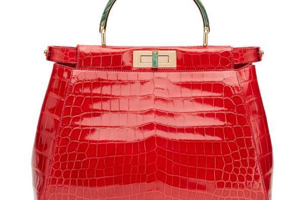 El interior del bolso está inspirado en la cultura china. La puja comenz...