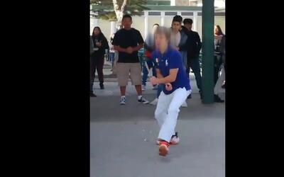 En video: un estudiante recibe un disparo de la policía cuando amenazaba...