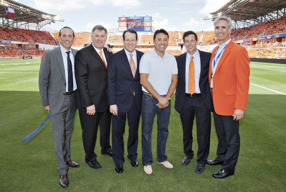 Con invitados especiales entre ellos el ex boxeador Oscar De la Hoya.
